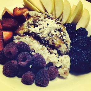 Rye porridge with berries and apple