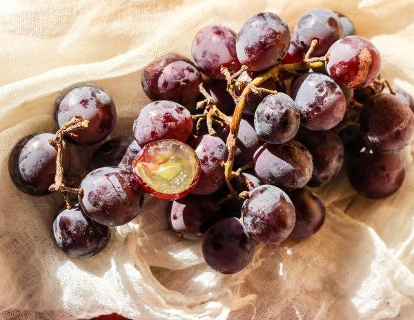 Kyoho Grapes 2 (1 of 1)